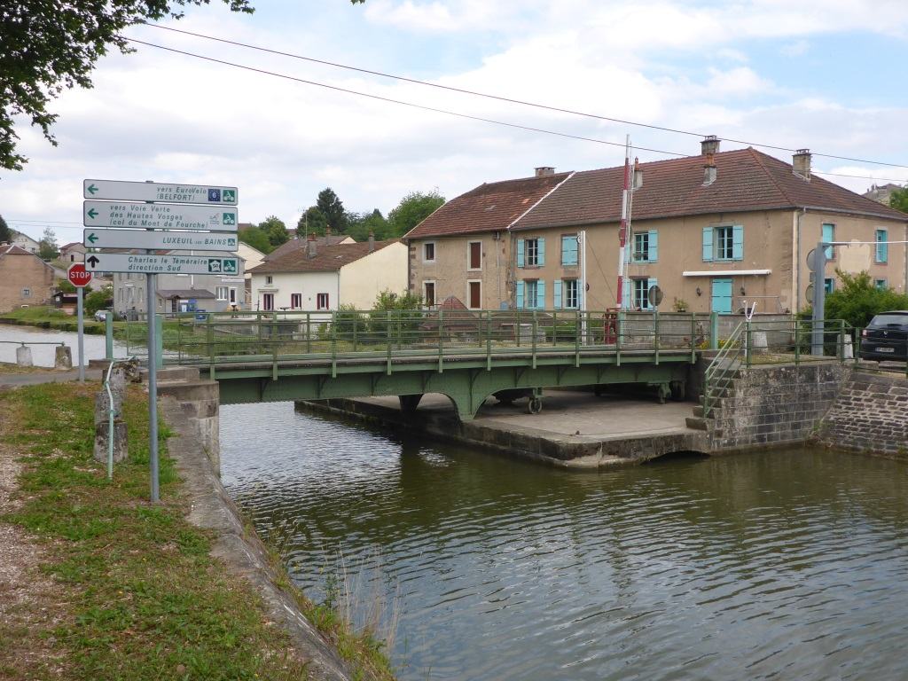 Drehbrücke über den Kanal der Vogesen in Selles (Bild: Klaus Dapp)