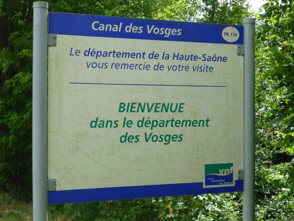 Tafel an der Grenze des Departments Vogesen am Kanal der Vogesen (Bild: Klaus Dapp)