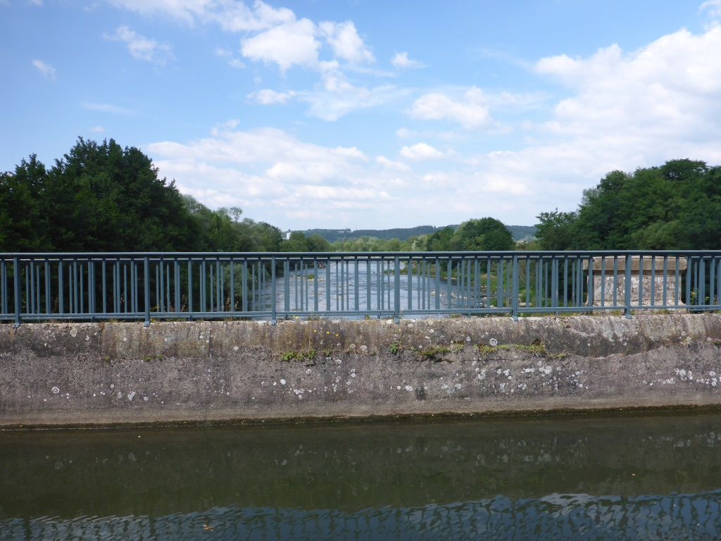 Blick auf die Mosel von der Brücke des Kanals der Vogesen in Epinal (Bild: Klaus Dapp)