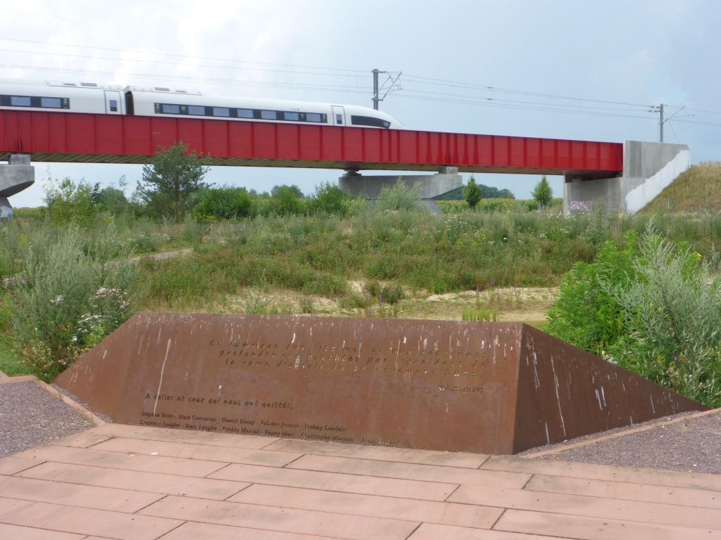 Gedenktstätte für das Zugunglück am 15. November 2015 in Eckwersheim (Bild: Klaus Dapp)