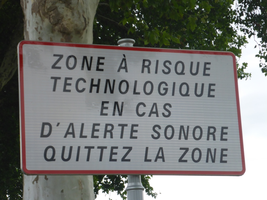 Warnschild beim Industriegebiet von Wantzenau (Bild: Klaus Dapp)