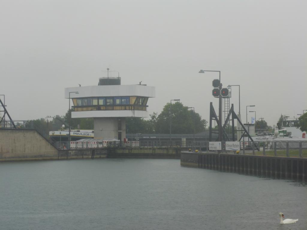 Schleuse Iffezheim als letzte Rheinschleuse vor dem Meer (Bild: Klaus Dapp)