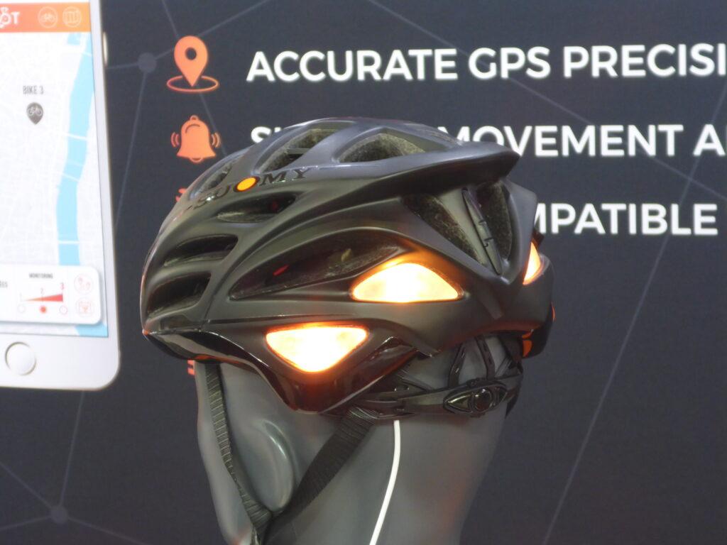 Helm mit Blinker (Bild: Klaus Dapp)