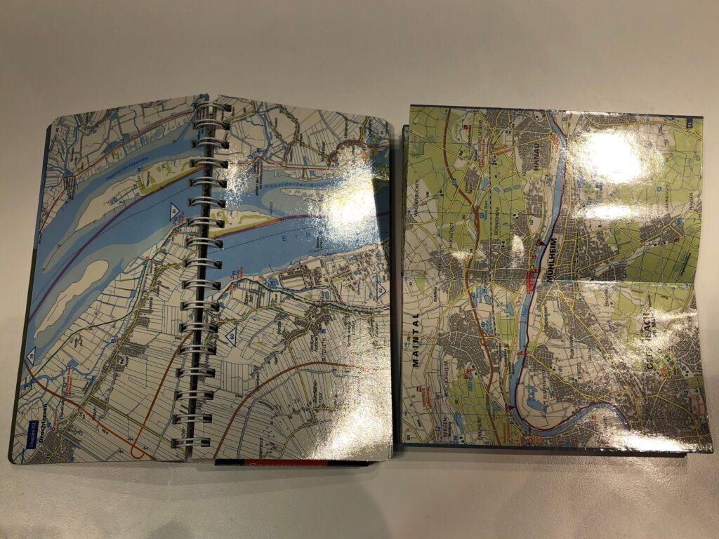 Innenseiten von Kompass Fahrradführer und Fahrrad-Tourenkarte (Bild: Klaus Dapp)