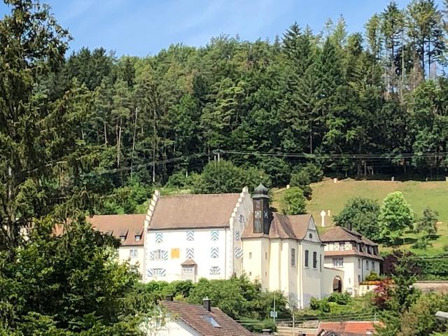 Kloster Marienburg ist ein Benediktinerinnenkloster im Wutöschinger Ortsteil Ofteringen (Bild: Klaus Dapp)