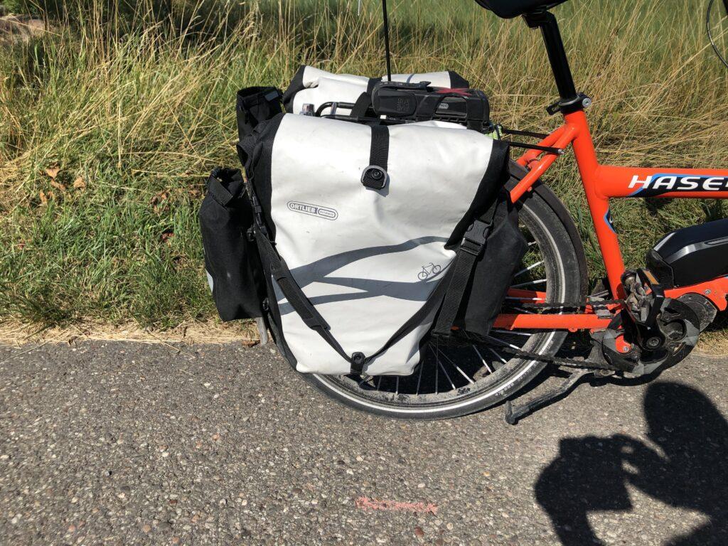 Satteltasche mit Außentaschen (Ortlieb Outer-Pocket) nach vorne und hinten (Bild: Klaus Dapp)