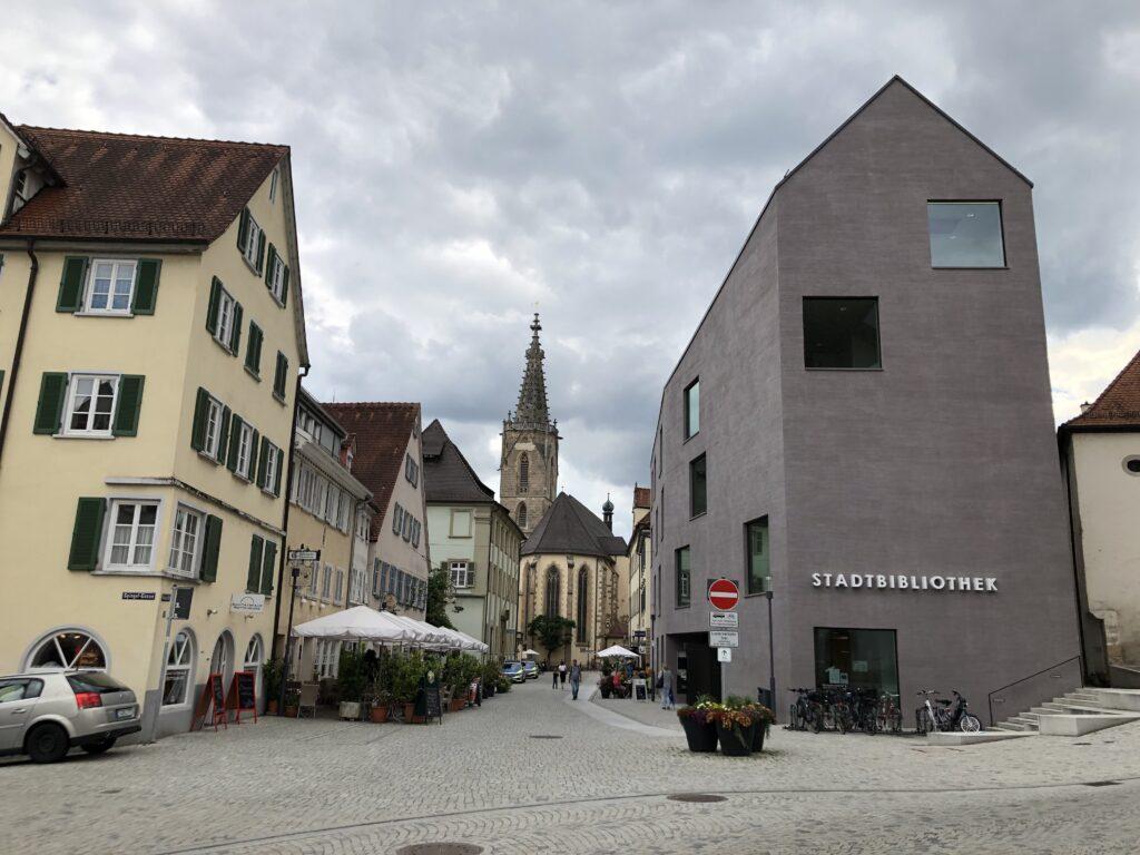Neue Stadtbibliothek am Eingang zur Altstadt von Rottenburg am Neckar (Bild: Klaus Dapp)