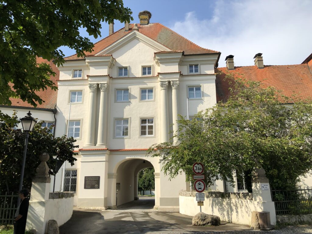Eingang zur Klosteranlage in Obermarchtal (Bild: Klaus Dapp)