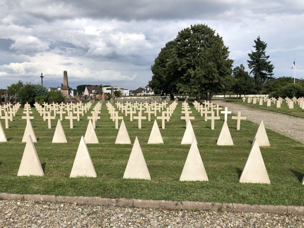 Nekropole aus dem Ersten und Zweiten Weltkrieg in Haguenau (Bild: Klaus Dapp)