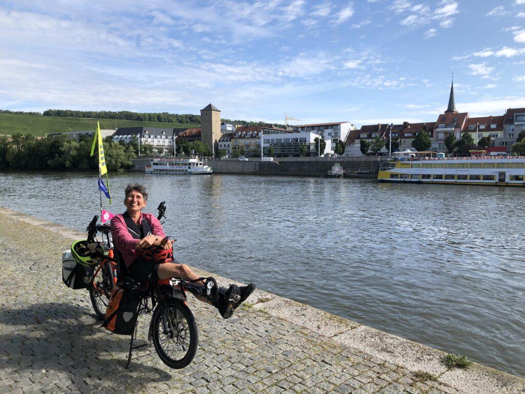 Herzallerliebste vor der Stadtkulisse von Würzburg (Bild: Klaus Dapp)