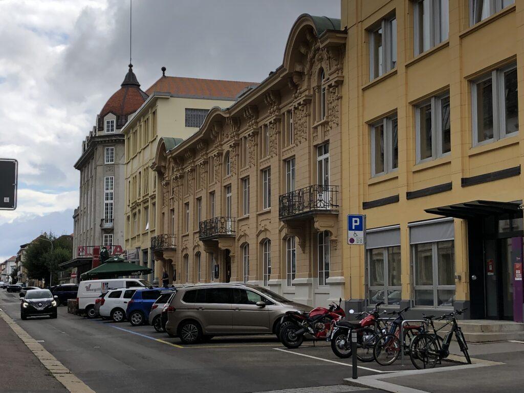 Straße in La-Chaux-de-Fonds (Bild: Klaus Dapp)