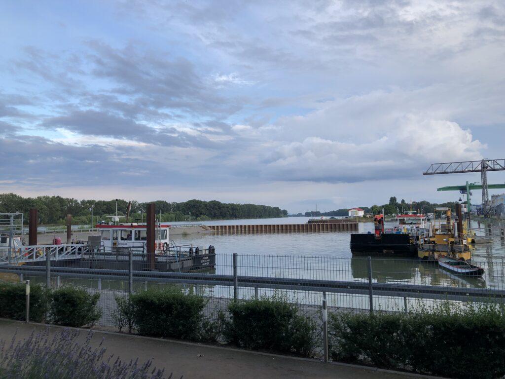 Blick auf den Rheinhafen bei Worms (Bild: Klaus Dapp)
