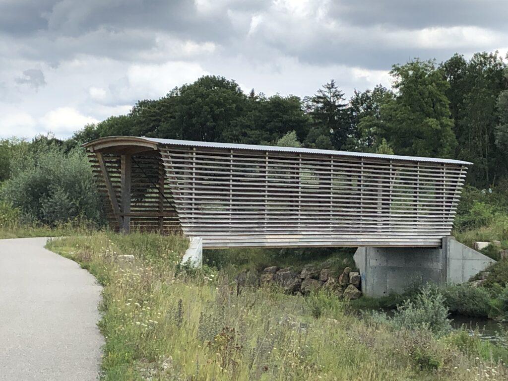 Holzbrücke für einen Rad- und Fußweg am Ortsrand von Olten (Bild: Klaus Dapp)