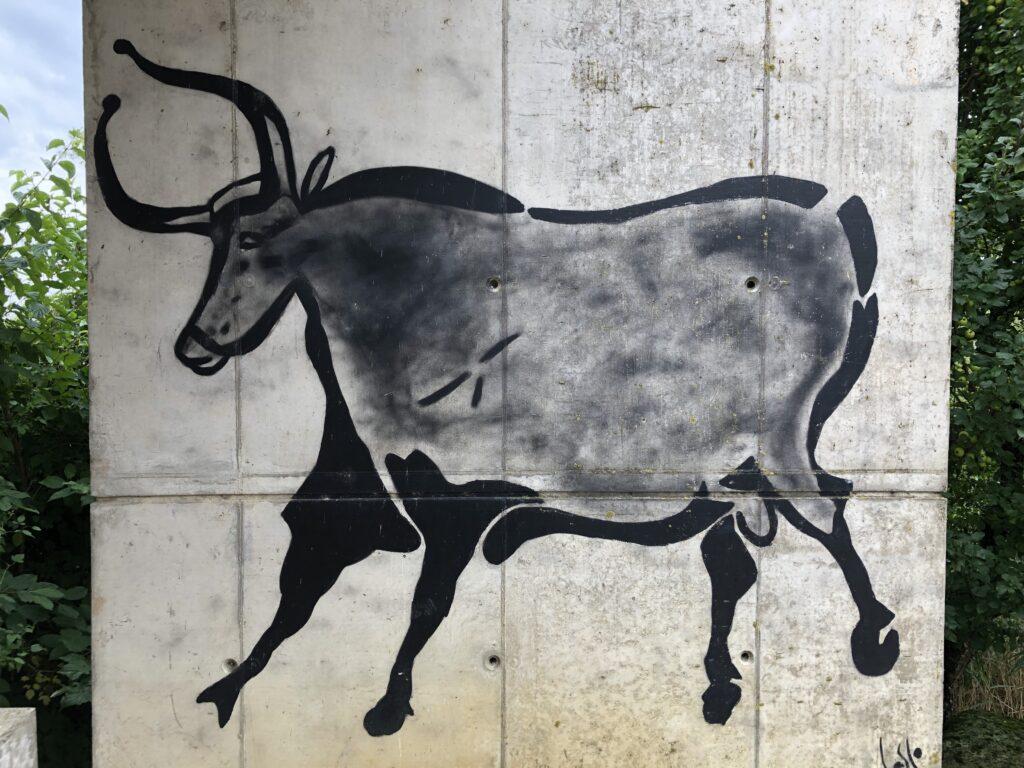Beispielhaft rekonstruierte Höhlenzeichnung im Museum Le Laténium (Bild: Klaus Dapp)
