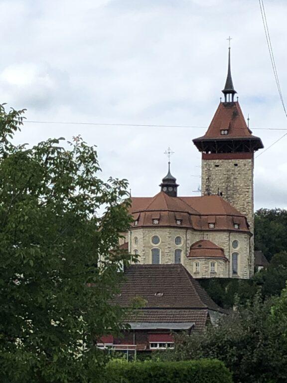 Kirche und Turm in Niedergösger (Bild: Klaus Dapp)