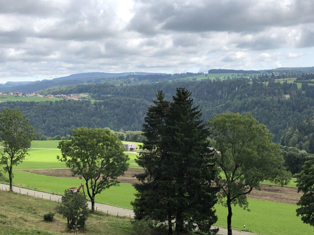 Blick in das Paralleltal des Doubs (Tal des Le Tabeillon, Bild: Klaus Dapp)