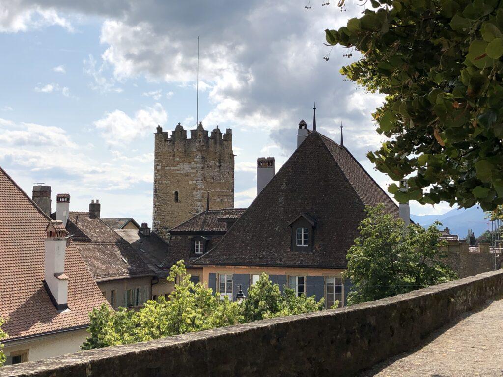 Teil der Burg in Neuchâtel (Bild: Klaus Dapp)