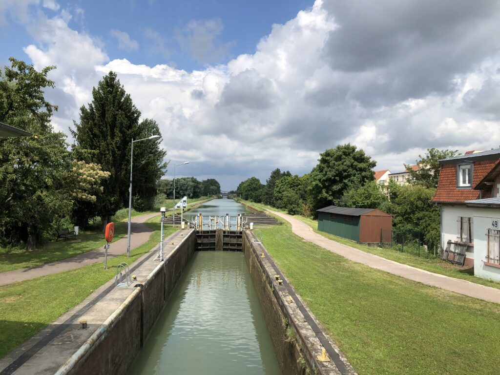 Schleuse am Kanal nach Saverne (Bild: Klaus Dapp)