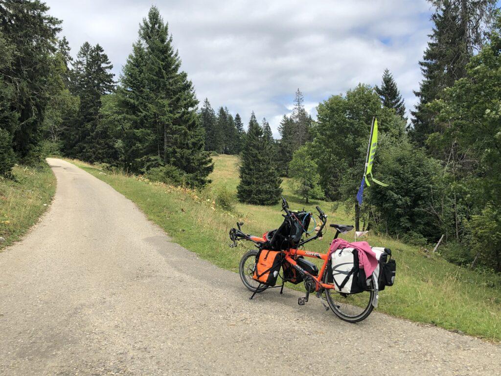 Pino nach der steilsten Stelle bei der Auffahrt zum Tête-de-Ran (Bild: Klaus Dapp)