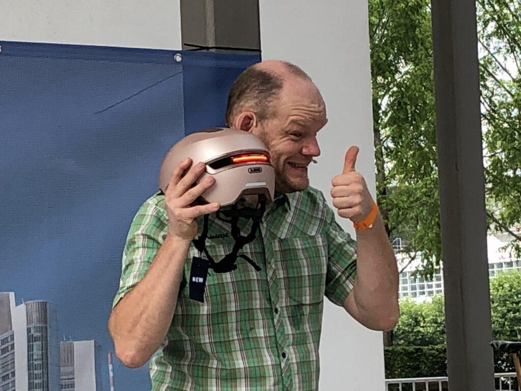 Helm mit Beleuchtung (Bild: Klaus Dapp)