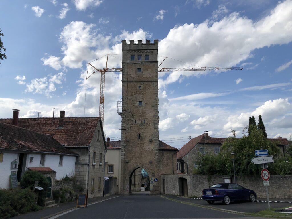 Turm der Wehrmauer in Aub (Bild: Klaus Dapp)