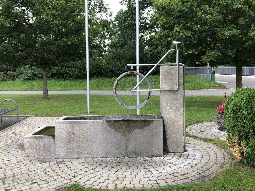 Fahrradbrunnen in Zell  (Bild: Klaus Dapp)